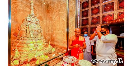 பாரம்பரியங்களை மதித்து ஜெனரல் சவேந்திர சில்வா புனித தந்த தாது , மல்வத்து மற்றும் அஸ்கிரிய பீடங்களின் ஆசீர்வாதங்களை பெற்றார்