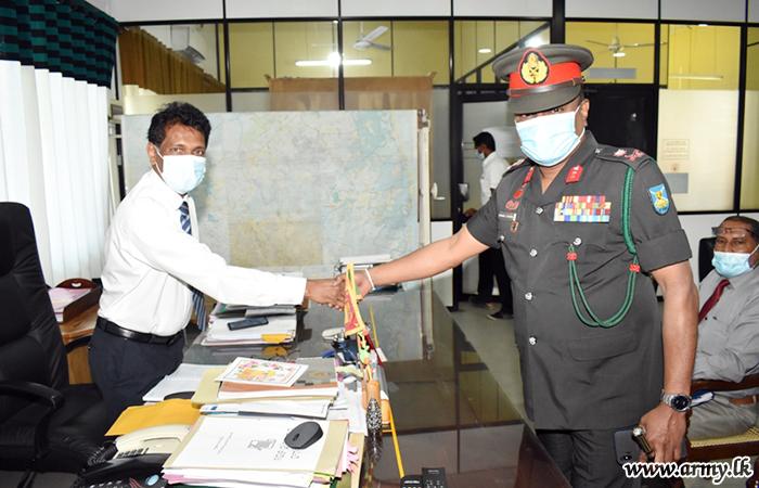 New 24 Div GOC Meets Ampara District Secretary