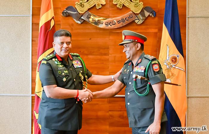 Commander Heaps Laurels on Retiring Major General Kumara Jayapathirana