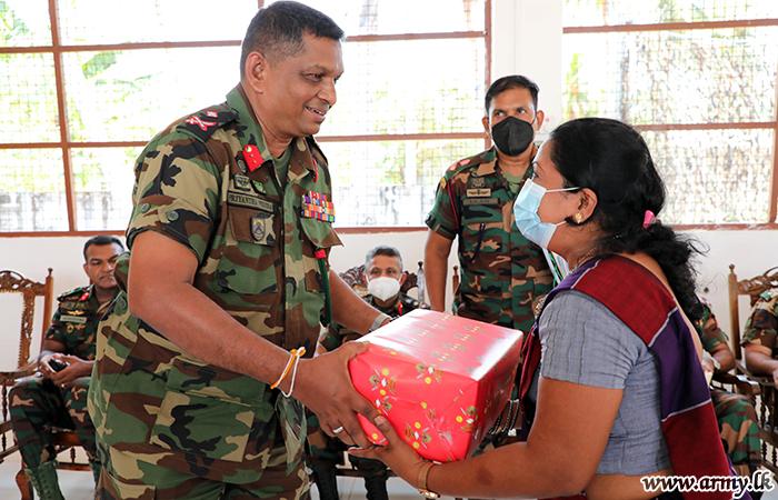 Jaffna Commander Looks into Wellbeing of Navatkuli Villagers