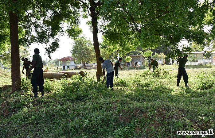 12 Division Troops Renovate & Clean the Temple in Hambantota