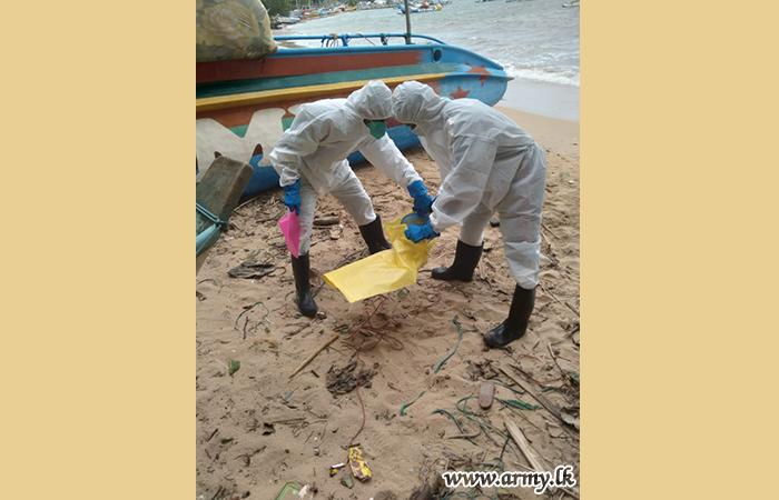 3 (V) Gemunu Watch Troops Clean Unawatuna Beach