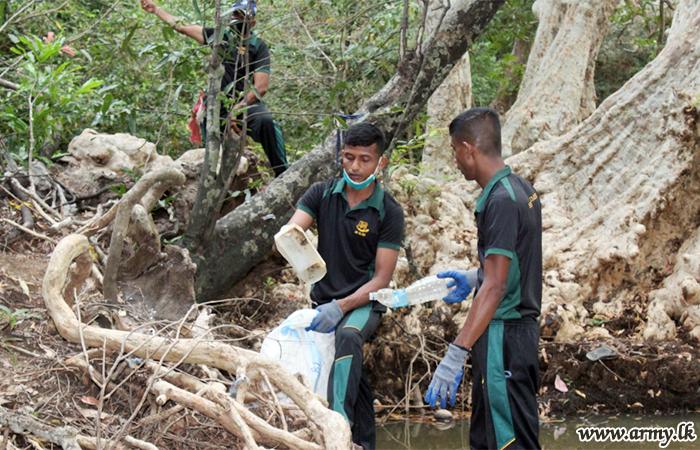 Troops Clean Up River Banks Around Sella Kataragama