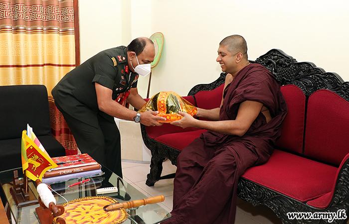 Jaffna Commander Meets Religious Heads