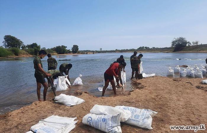 222 Brigade Troops Respond to Emergency & Put up Sandbag Waterway