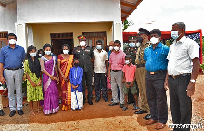11 வது கெமுனு ஹேவா படையணியினரால் நெடுங்கேனியில் மற்றுமொரு  குடும்பத்திற்கு ஒரு புதிய வீடு