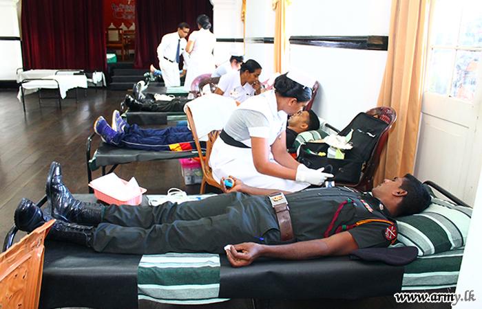 111 Brigade Troops Donate Blood