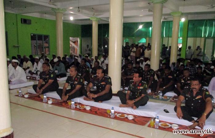 இராணுவ 62 ஆவது படைப் பிரிவின் ஏற்பாட்டில் இடம்பெற்ற இப்தார் நிகழ்ச்சி