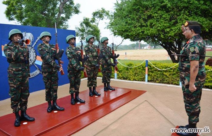 East Commander Visits 6 (V) SLAGSC Hqrs