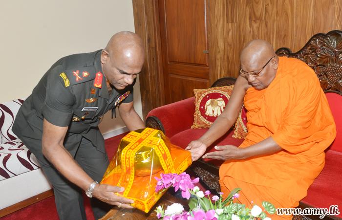 Commander Greets New Chancellor at Sri J'pura University