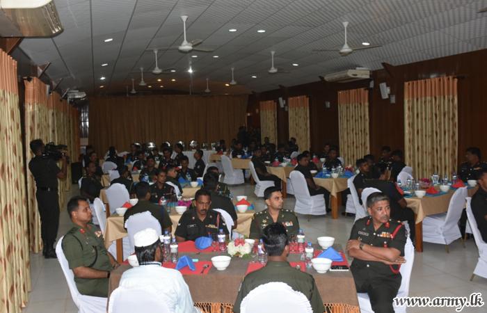 Mullaittivu Troops Share 'Ifthar' Meal inside Their Camp