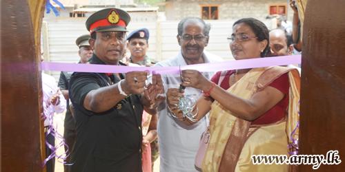 யாழ் பிரதேசத்தில் இராணுவத்தினரால் நிர்மாணிக்கப்பட்ட 30 வீடுகள்