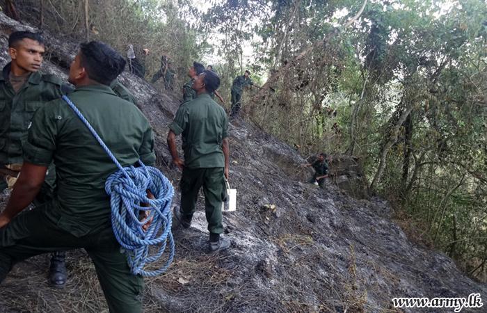 8 GW & 2 (V) SLRC Troops Douse Bushfires in Andagala & Mawathura