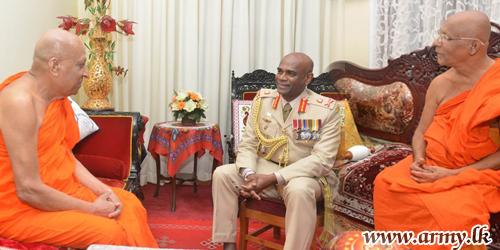 Commander Pays Homage to Sri Daladha Maligawa & Malwatte - Asgiriya Prelates