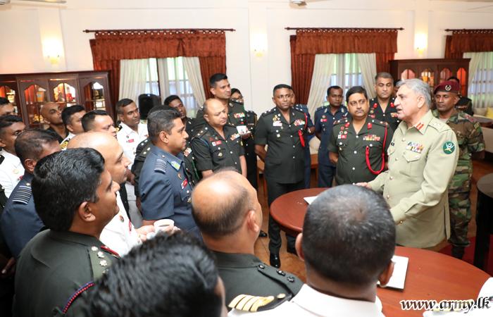 Pakistan's Army Chief Interacts with Undergrads at Sapugaskanda DSCSC