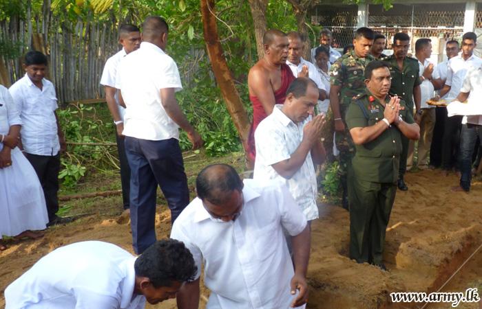 SF-E Commander Lays Foundation Stone at Mailankarachchi Sri Mahindaramaya, New Building