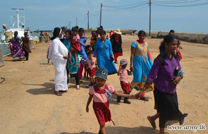 பாலர் பாடசாலை மாணவர்கள் பலாலி விமான நிலையத்தை பார்வையிட்டனர்