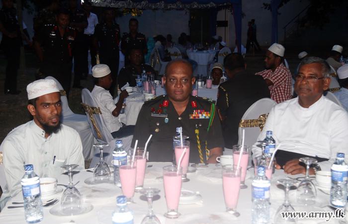 Kilinochchi Troops Join Ramadan 'Ifthar' Ritual