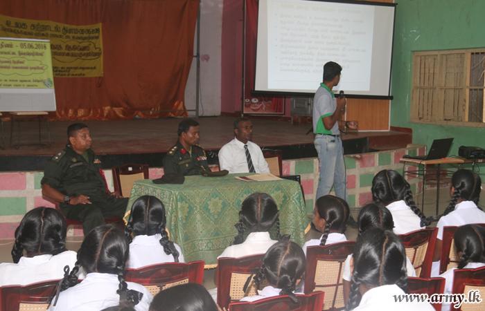 Kilinochchi Troops Join with Students for Shramadana