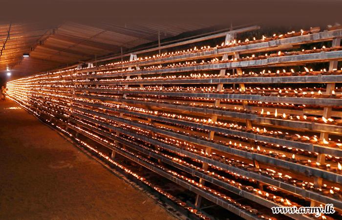 Spiritual Illumination 'Aaloka Pooja' at Kelaniya Refreshes Memories of 28,619 Fallen War Heroes