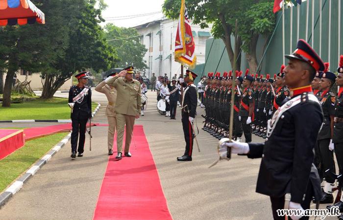 Amid Warm Reception & Military Honours, COAS of Pakistan Meets His Sri Lankan Counterpart