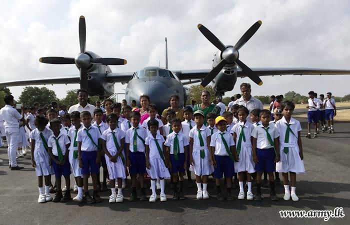 1 VIR Troops Facilitate Jaffna Students to Visit Palaly Airport