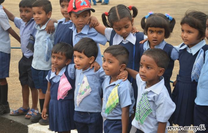 யாழ் பலாலி விமான நிலையத்திற்கு முன்பள்ளி மாணவர்கள் கல்வி சுற்றுலா