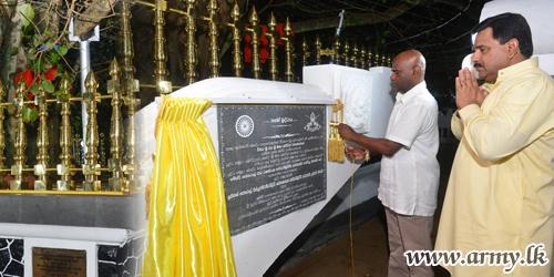 இராணுவ போதிராஜா விகாரையில் உள்ள அரச மரத்திற்கு தங்கவேலிகள் அமைக்கப்பட்டன