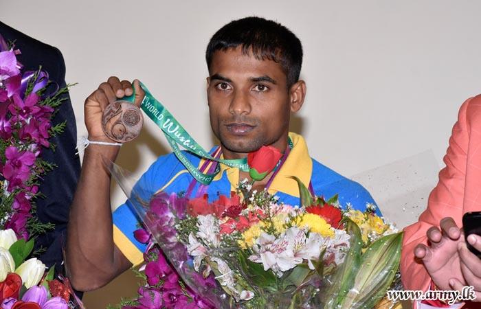 வுஷூ விளையாட்டில் வெண்கலப் பதக்கத்தை வென்ற இராணுவ வீரர்