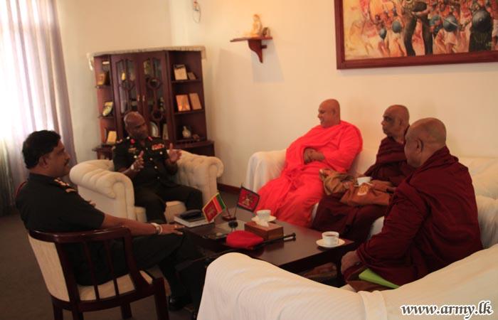 Leading Buddhist Monks in Jaffna Meet Jaffna Commander