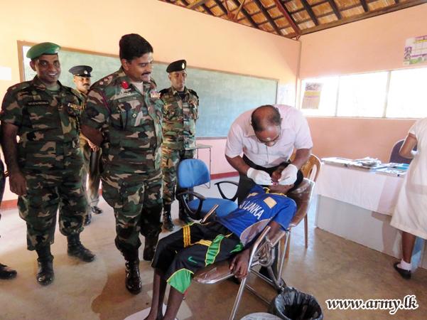 Mobile Dental Clinic Examines Students & Civilians