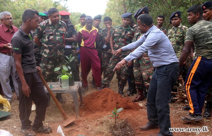 Kilinochchi Troops Get Guidelines for 'Jack' Planting Drive