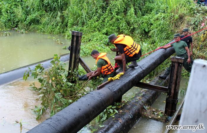 Troops Clear Garbage Block Near Ambatale Water Pump