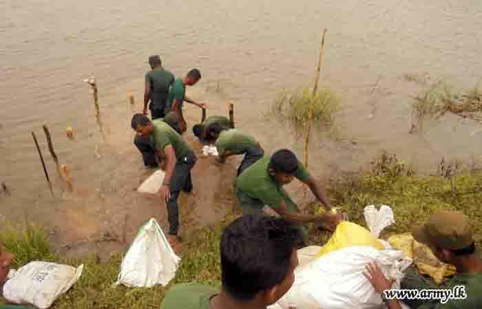 17 GR Troops Attend to Leak on Ilappakulam Tank Bund