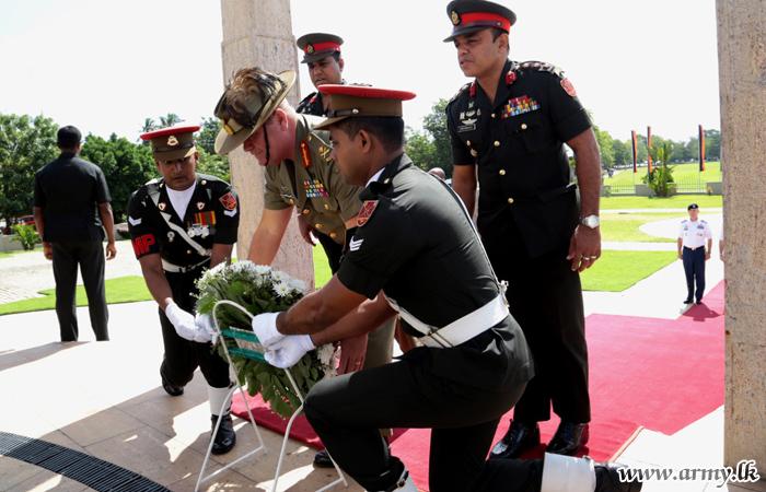 அமெரிக்க இராணுவப் பிரதிநிதிகள்  இலங்கைப் போர் வீரர்களின் நினைவு துாபிக்கு அஞ்சலி