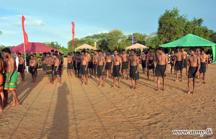 கொமண்டோ படையணியில் சிறப்பான போர் பயிற்ச்சியை முடித்து  வெளியேறிய 54 இராணுவ வீரர்கள்