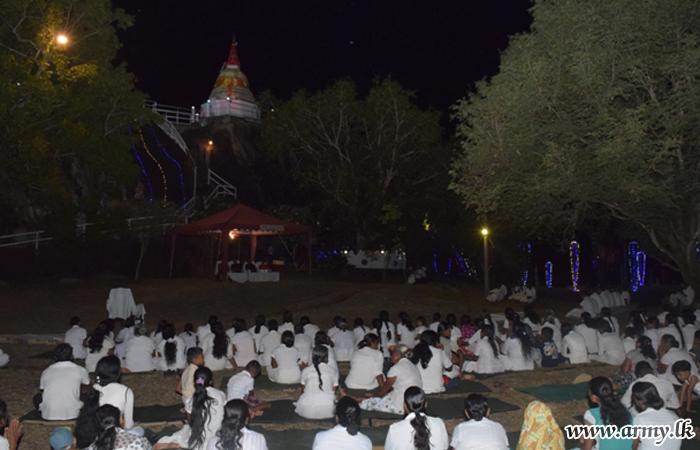 621 ஆவது படையினரின் ஒத்துழைப்புடன் வெலி ஓயா மஹா தூபி மறுசீரமைக்கப்பட்டு    பௌத்த  மதகுருமார்களுக்கு வழிப்பாடு