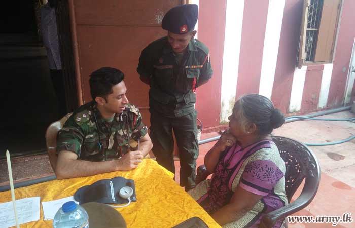 SFHQ-J Troops Provide Assistance for Flood Affected People in Jaffna