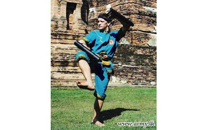 ஸ்பெயின்  பயிற்சியாளர் இராணுவ முய் தாய் குத்துச் சண்டை வீரர்களுக்கு பயிற்சிகள்