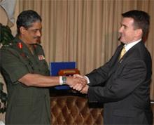 Australian Deputy High Commissioner meets Commander