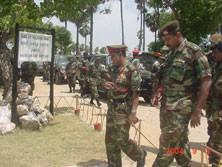 Commander Lt. Gen Kottegoda talks to his men in Jaffna