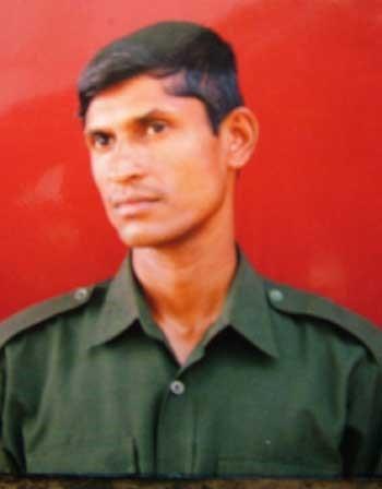 Sergeant Bandara takes leave amidst tears of loved ones